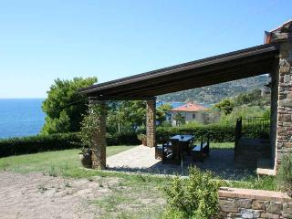 Holiday cottage only 250m from the sea