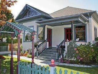 Victorian Paradise in Downtown Campbell