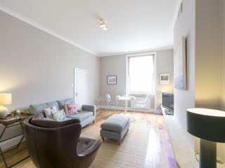 Spacious South Kensington III apartment in Kensington & Chelsea with WiFi & lift