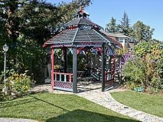 5-STAR VICTORIAN PARADISE~WALK TO DOWNTOWN CAMPBELL