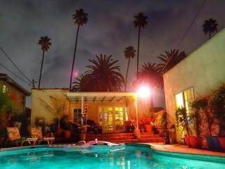 Beverly Hills 2 bedroom & 1 bathroom Pool House