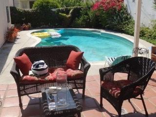 Beverly Hills 2 bedroom & 1 bathroom Pool House
