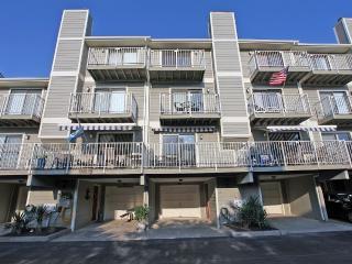 Large 3-Bedroom, 3.5 Bath, Sleeps 8, 3 Balconies, Ocean City