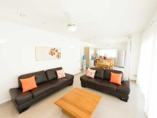 Fully equipped 2-bedroom beachfront apartment (A2)