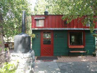 One Bedroom Creekside Cabin near Yellowstone NP