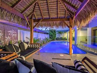 AQUA PALMS - 6 Bedrooms / Jacuzzi / Swimming Pool, Broadbeach