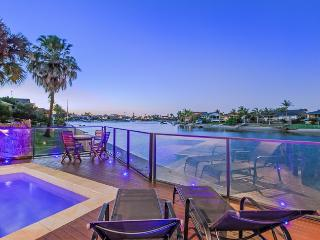 KURRAWA COVE  - Heated Pool / Private Beach, Mermaid Waters