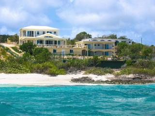 Beachcourt Villa, Sleeps 14, Island Harbour