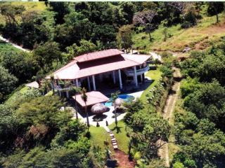 Breathtaking Villa with a View of Gold - Villa Vista de Oro