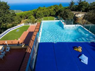 Villa Arabesca, Sleeps 10