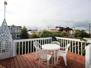 (LM1) WOW! ROOF DECK, PARKING, BEACH!