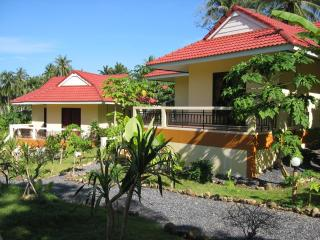 Peaceful Bungalow in the Tropics!, Surat Thani