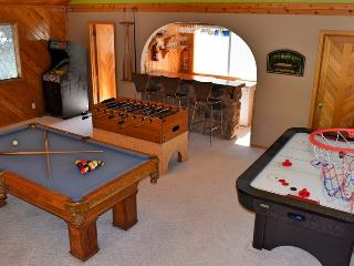 Crystal Lake Inn: Pool Table! Foosball! Air Hockey, Big Bear Lake