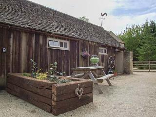 HENLOFT, barn conversion, parking, shared courtyard, indoor heated pool, in Cire