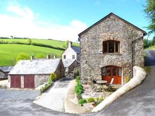 VIRVALE BARN, barn conversion in rural location, en-suite, WiFi, woodburner, pet-friendly, near Combe Martin, Ref 903601