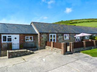 PARLOUR COTTAGE, ground floor, two bathrooms, enclosed patio in Gatcombe Ref 903