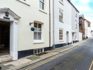 SAMPHIRE historic fisherman's cottage, close to beach, town centre in Deal Ref 904653