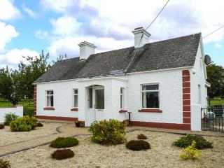 ROOK HILL COTTAGE, range and open fire, pet-friendly, front outside area, Newbri