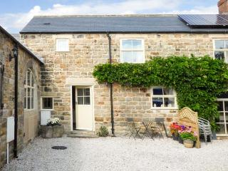 THE BYRE, 200 year old cottage, parking, patio with furniture, in Ashover, Ref