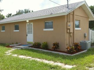 Cottage on walking Distance To Casey Key Beach