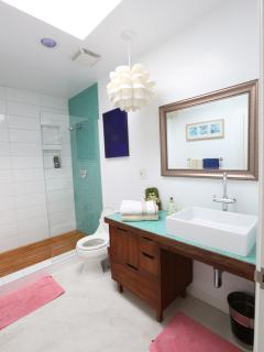 2nd bathroom with same teak shower floor like the master bathroom