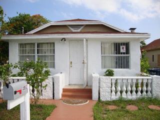 Centrally Located Cozy 5982 House In Miami