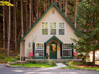 THE ELK CROSSING CHALET-Great summer getaway!!, Greenwater