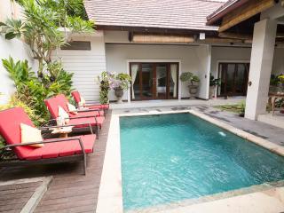 Hidden Oasis Family Villa ~ Seminyak Bali !!