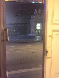 L'ingresso dei Musei Vaticani dal nostro portone