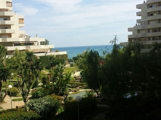 2 bedroom apartment in beachfront complex