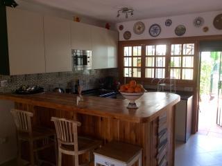 Kitchen, with breakfast bar
