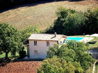 Detached house with private pool 1,5 from village, Melezzole