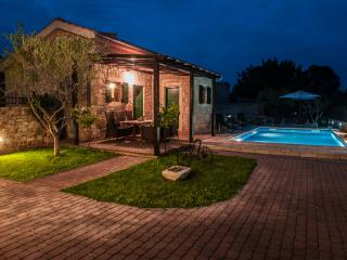 Beautiful Villa Adriaticum with a Swimmingpool, Zaton