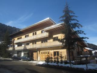 Center of Morzine, independent and spacious