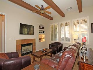An Upstairs Two Bedroom Villa with Custom Furniture and a Private Balcony!, La Quinta
