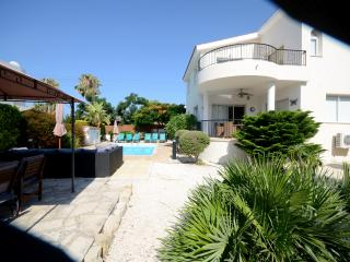 Marina Villa  3 bed sleeps 6 + 2 on quality z beds