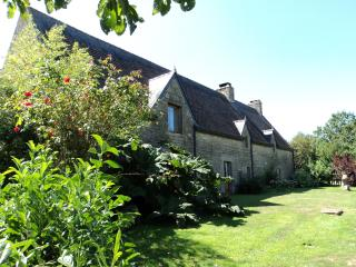 16c Manoir private heated pool, garden, lake, boat, Lignol