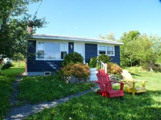 Delightful Cottage in Centre of Baddeck
