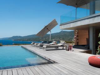 Villa d'architecte vue mer piscine chauffee 12 per
