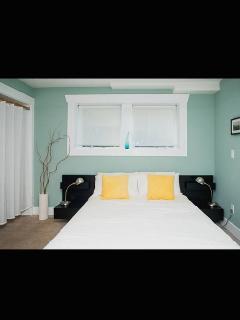 Bedroom w/ Queen size bed