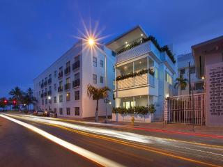 Miami Beach Home Near The Ocean