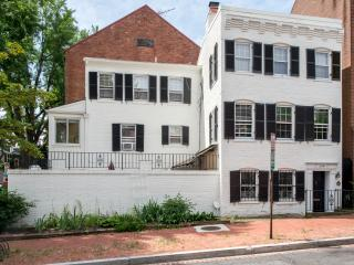 Historic GEORGETOWN: 3BR, 3 1/2 BA, Private Patio