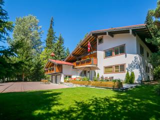 Chalet Edelweiss - privacy, comfort and space!, Whistler