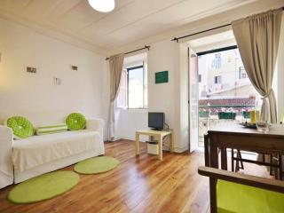 Marreiros II apartment in Bairro Alto with WiFi & integrated air conditioning.