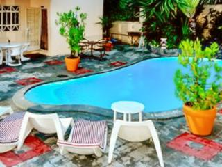 """Argonaute"" - bright studio in Pereybère, Mauritius with free car available, WiFi & pool - just outside Grand Baie, Port Louis"