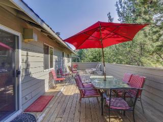 Family-friendly Sunriver home w/SHARC access & large decks!