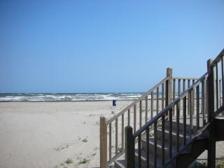 Best Price For A Roomy Beach Front Home, Galveston