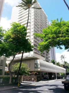 Marine Surf is conveniently located next to Bus Stop (Seaside and Kuhio)