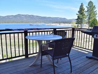Edgewater Retreat: Lakefront! Hot Tub! Boat Dock!, Big Bear Lake