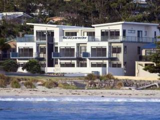 3 Bedroom Self Contained Beachfront Apartment, Mollymook